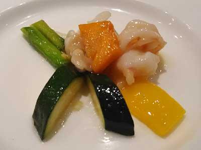 重慶飯店コース料理海老と野菜の塩味炒め