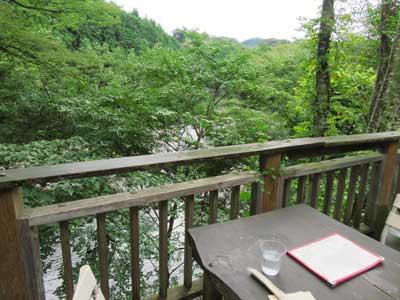 日月堂 川沿いのテラス席