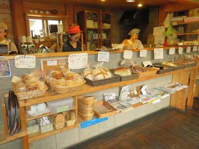 日月堂 パン売り場